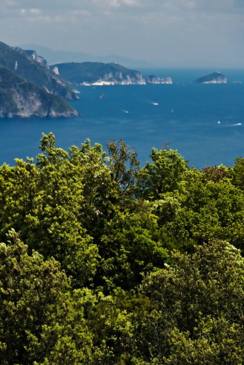 Panorama dall'Isola del Tino a Monterosso nelle Cinque Terre. Fotografia
