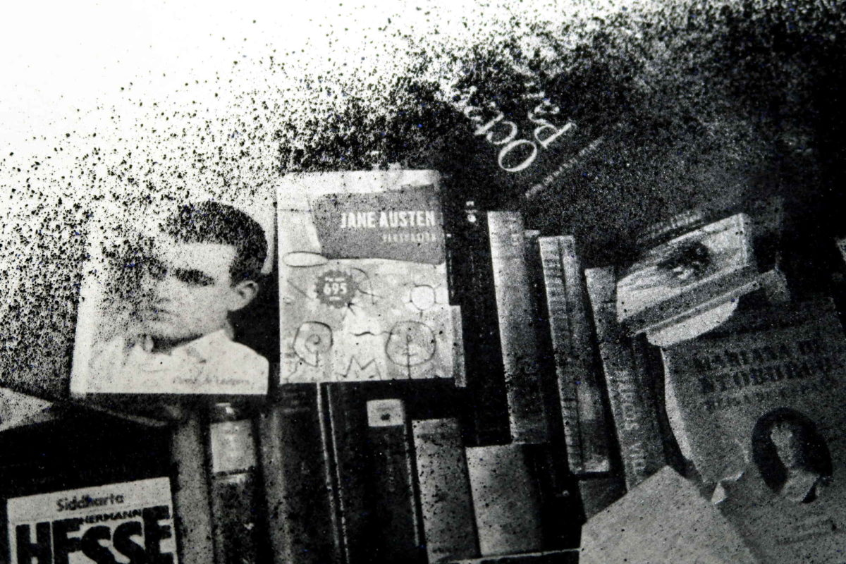 "Fine art photographer. ""The reader"", Detail pigment. Barcelona Encants"