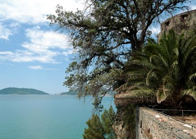 Baia di San Terenzo Lerici - Arte a mare. La Spezia